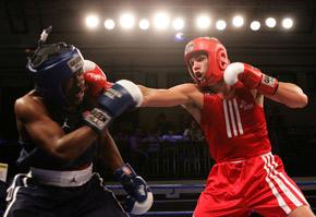 业余比赛中选择出快拳还是出重拳?